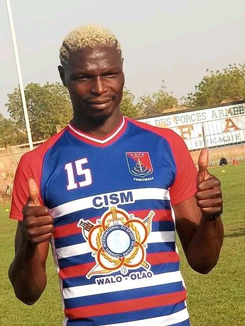 Burkina Faso : Aristide Bancé pose avec son nouveau maillot