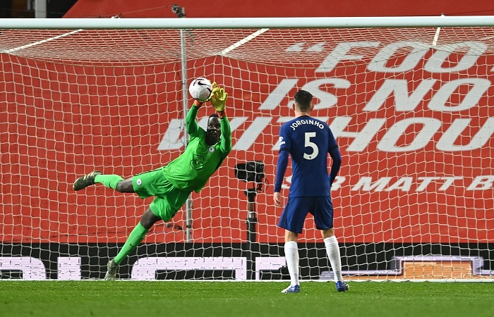 Premier League : face à Manchester United, Mendy maintient Chelsea en vie (0-0)