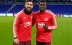 Photos-Barcelone : Moussa Wagué se prend en photo avec Leo Messi