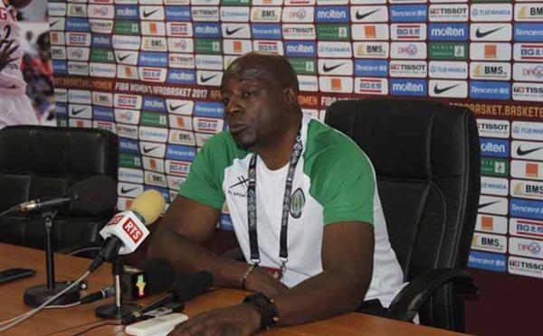 """L'entraîneur """"fantôme"""" Sam Vincent s'explique sur le non-respect de son contrat avec le Sénégal"""