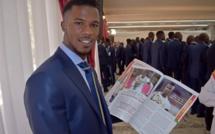 Les lions du Sénégal avec le numéro 2 de votre magazine SPORT221