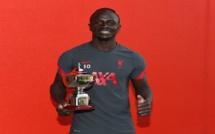 Elu meilleur joueur de la Premier League par les fans, Sadio Mané a reçu son trophée